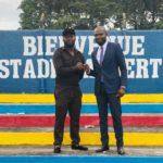 Blue-Band Ligue NDEMBO, le vice-président du C.I.C, Trésor Lomana Lualua, visite à son tour le stade Albert du Collège Boboto